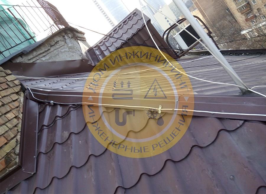 Монтаж системы пассивной молниезащиты дома на ул. Мечникова г. Киев (Фото 1).